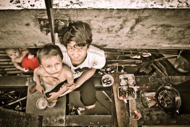 indonesian family living in poverty in borneo