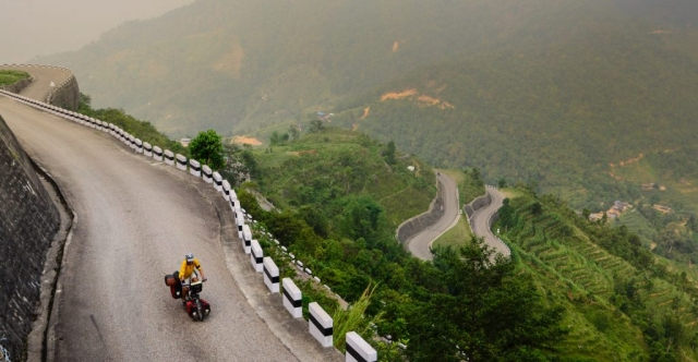bicycle touring in Nepal